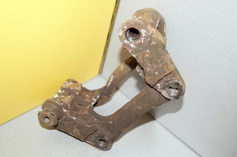 Скоба заднего левого суппорта Renault Master (Movano,Interstar) 2003-2010 Б/У image 2 | Renaultmaster.com.ua