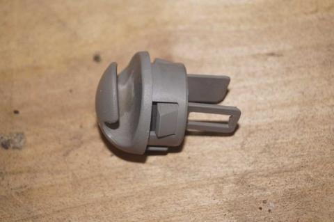 Крючок в панель Renault Trafic (Vivaro, Primastar) Б/У image 1