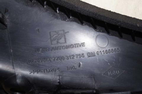 Пластиковий кут лобового скла правий Renault Trafic (Vivaro, Primastar) Б/У image 2 | Renaultmaster.com.ua