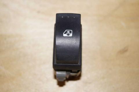 Кнопка склопідйомника права Renault Master (Opel Movano,Nissan Interstar) 2003-2010 Б/У image 1 | Renaultmaster.com.ua