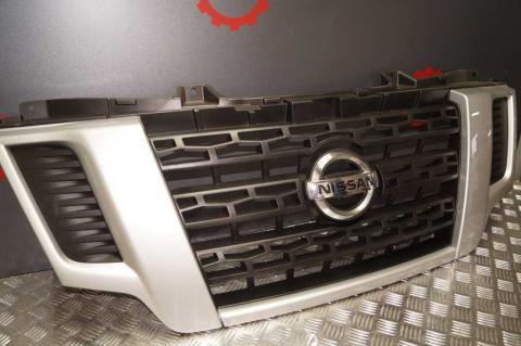 Решітка радіатора Nissan NV400 14- OE Б/У image 2