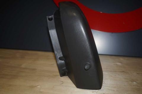 Пластиковый клик над задним правым стопом Renault Trafic (Vivaro, Primastar) Б/У image 3