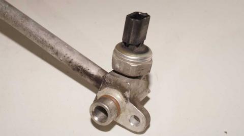 Трубка кондиционера от компрессора к радиатору Renault Trafic 1.6 Б/У image 3 | Renaultmaster.com.ua